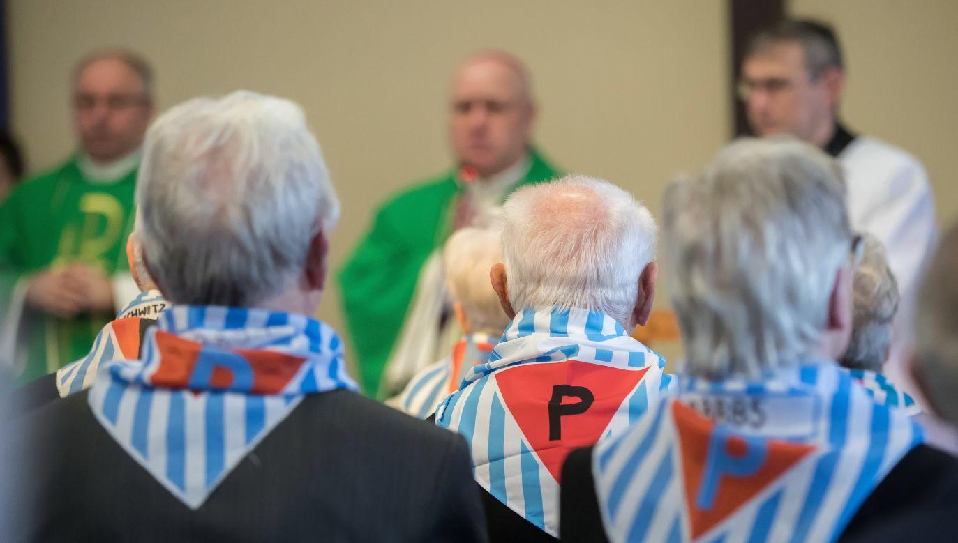 Podobnie jak w zeszłym roku, byli więźniowie modlili się wspólnie z prezydentem (fot. PAP/Łukasz Gągulski)