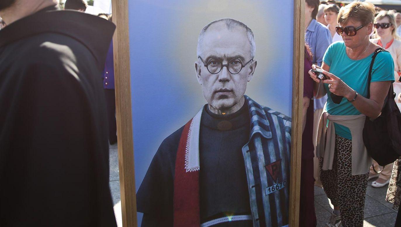 W głosowaniu 9 radnych opowiedziało się przeciwko nadaniu ulicy imienia św. Kolbego (fot. PAP/Rafał Guz)