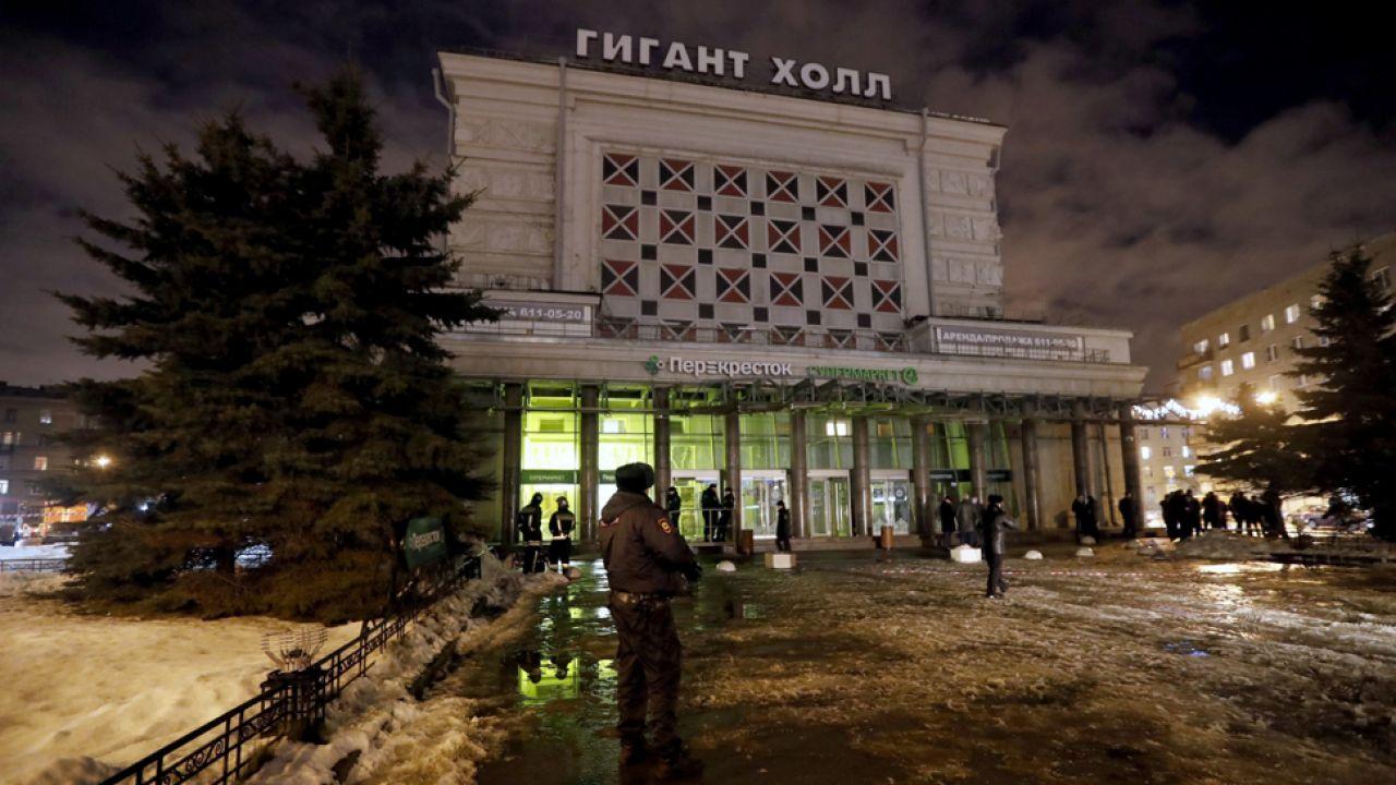 W wyniku eksplozji bomby w markecie,  rannych zostało 18 osób (fot. PAP/EPA/ANATOLY MALTSEV)