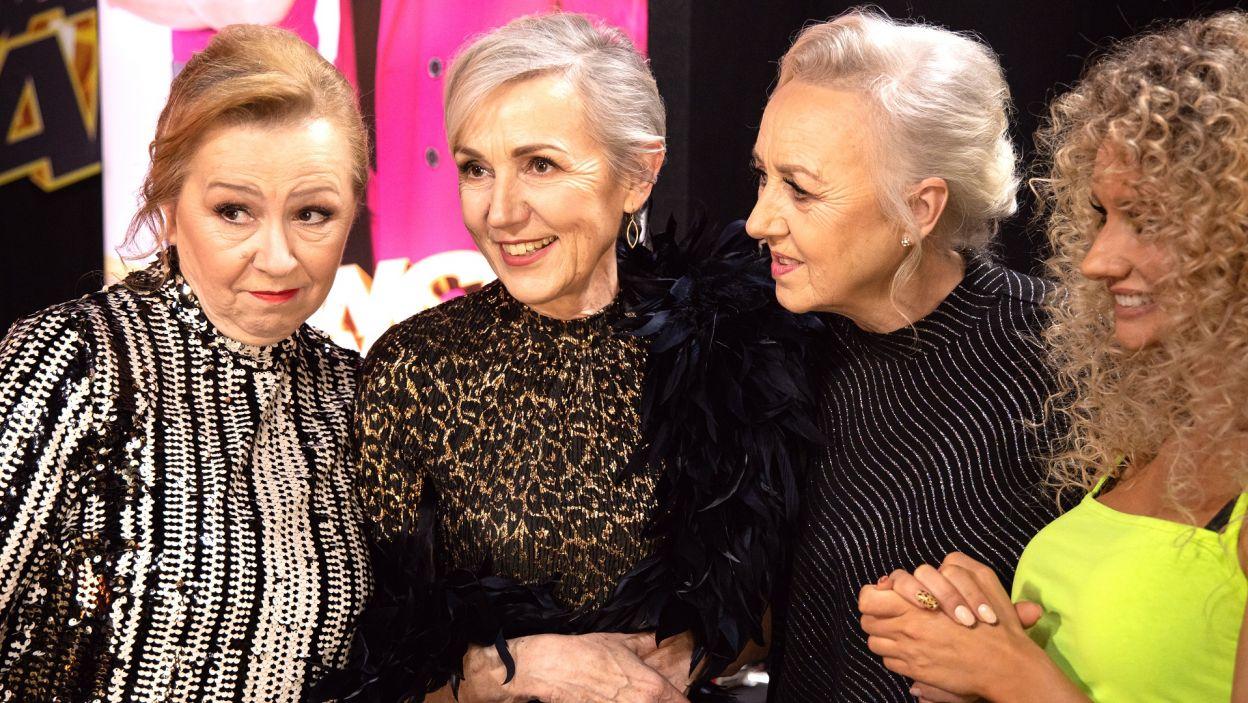 """Podczas występu na scenie pojawili się uczestnicy programu """"The Voice Senior"""" (fot. TVP)"""
