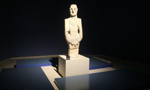Artefakt z Gobekli Tepe, umieszczony w Muzeum Şanlıurfa. Fot. Halil Fidan / Agencja Anadolu / Getty Images