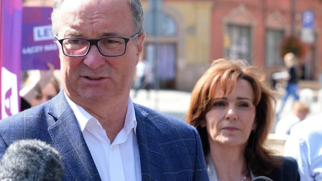Lewica zapowiada spotkanie Włodzimierza Czarzastego (L) oraz Gabrieli Morawskiej-Staneckiej  (fot. arch. PAP/Andrzej Grygiel)