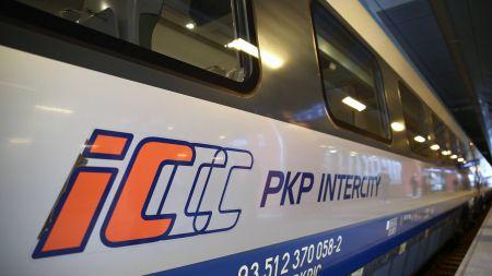 W ostatnich tygodniach PKP Intercity zwiększyło częstotliwość dezynfekowania i czyszczenia składów (zdjęcie ilustracyjne, fot. PAP/Łukasz Gągulski)