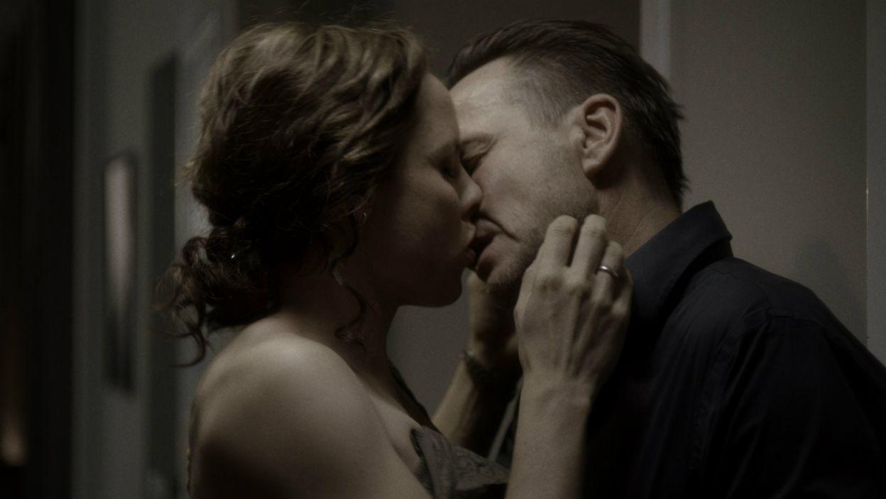Oś filmu stanowi trójkąt miłosny między Magdą, jej mężem Oskarem i Kacprem, z którym kobieta ma romans (fot. mat.pras.)
