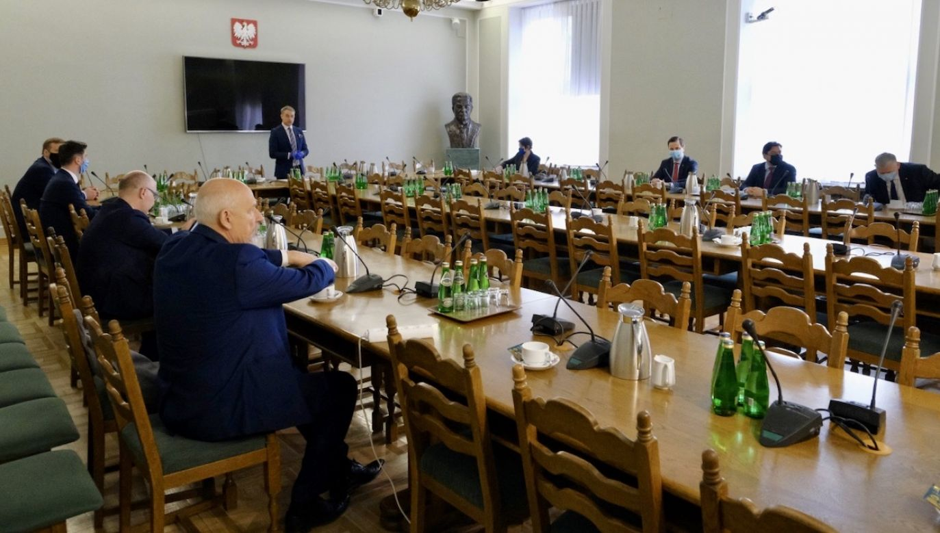 Poseł Czarnek ocenił, że po decyzji lewicowej wicemarszałek dalsza współpraca z opozycją jest niemożliwa (fot. PAP/Mateusz Marek)