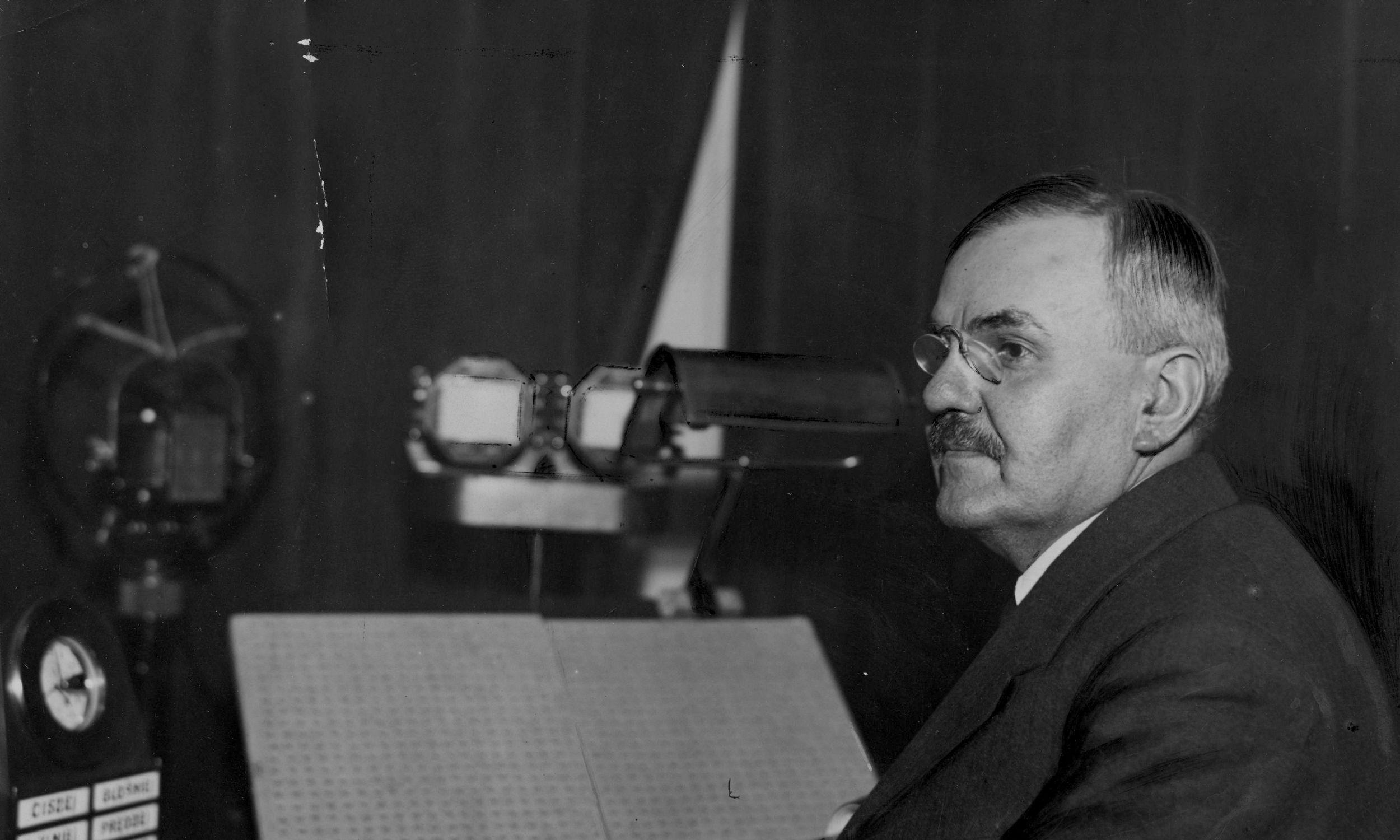 Po odzyskaniu niepodległości w Polsce obowiązywały trzy zaborcze systemy płatnicze. W 1919 roku Sejm ustanowił polską walutę – złotego, dzielonego na 100 groszy – ale aż do 1924 r. w obiegu była marka polska, wprowadzona na terenie Królestwa Polskiego w trakcie I wojny światowej przez niemieckie władze. Zmieniła to reforma walutowa Władysława Grabskiego – polityka narodowej demokracji, ekonomisty i historyka, ministra skarbu i dwukrotnego premiera II RP. Tu w 1931 r. Fot. NAC/IKC, sygn. 1-N-195