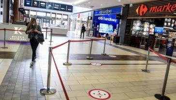 W wyniku pandemii 70 proc. Polaków wstrzymało się z zakupami (fot. Omar Marques/Getty Images)