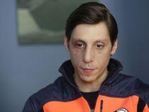 Tymczasem po pomoc prawną do Kostka przyszedł pobity ratownik medyczny (fot. TVP)