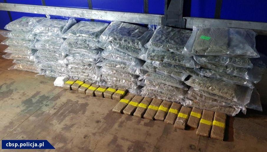 """Narkotyki przechwycone podczas pierwszej części operacji """"Przebudzenie mocy"""" (fot. CBŚP, Guardia Civil)"""