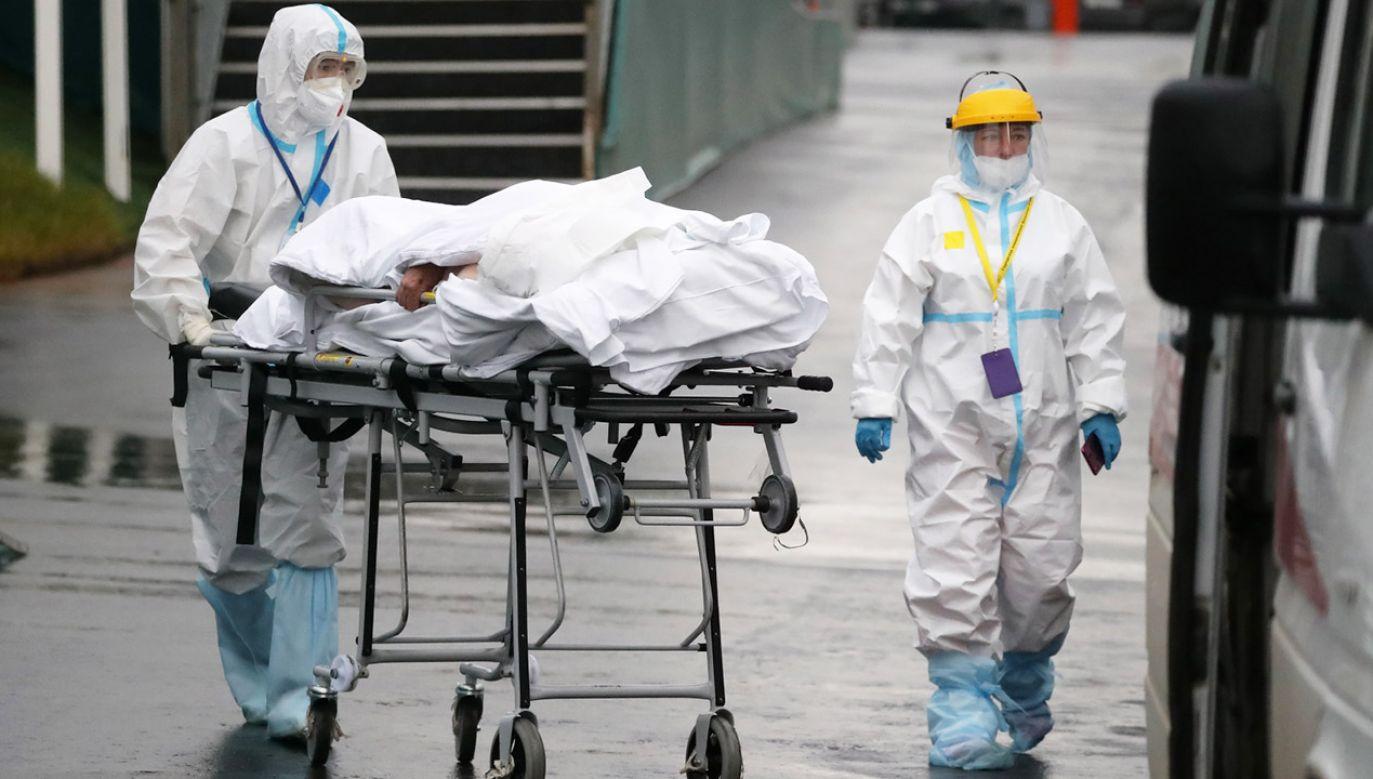 W sobotęzmarło 1075 osób (fot. PAP/EPA/MAXIM SHIPENKOV)
