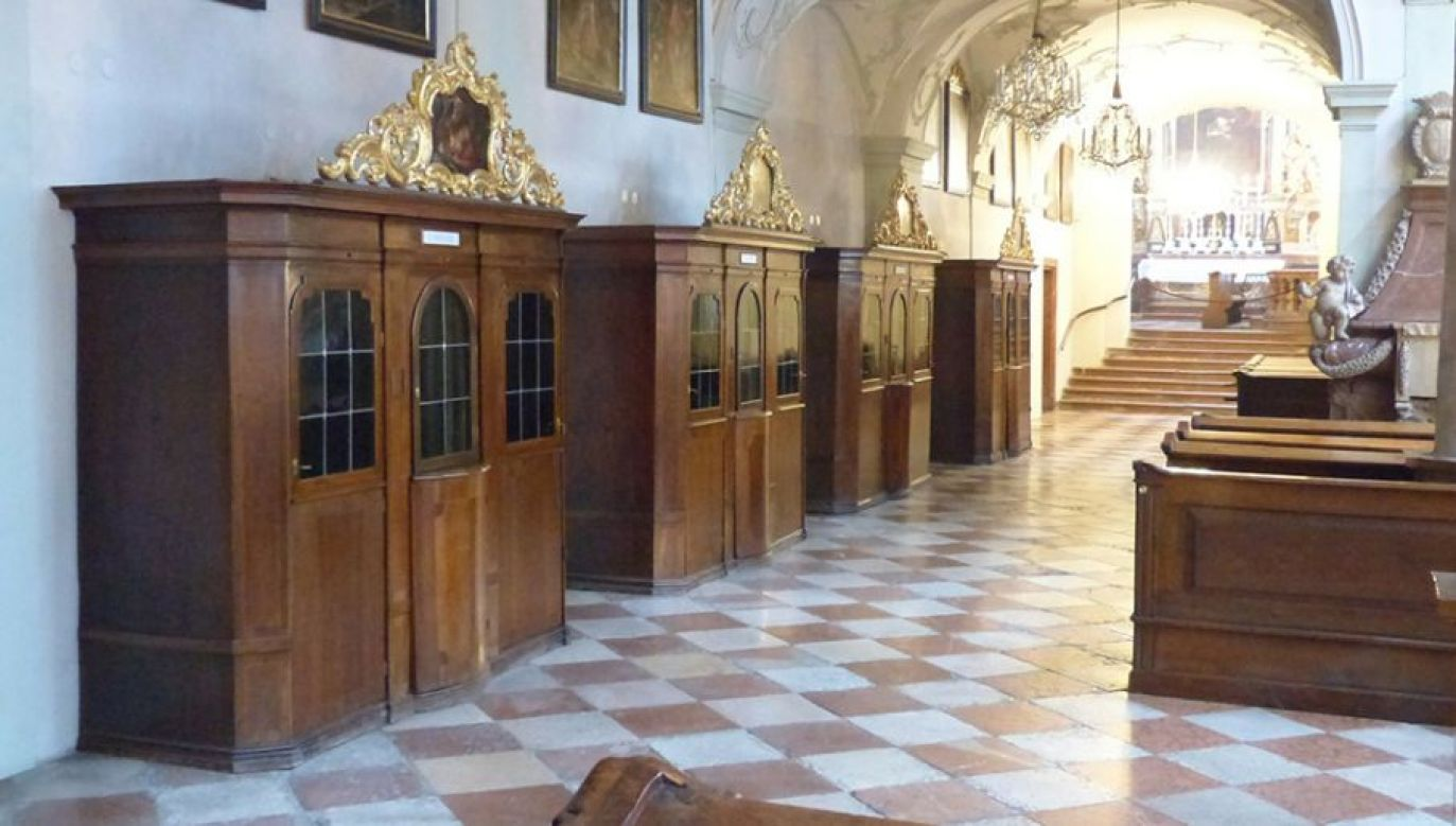 Rzecznik  KEP zaznaczył, że pomimo ograniczenia liczby wiernych, którzy mogą uczestniczyć w mszach św. i nabożeństwach do pięciu osób (fot. Pixabay/Hans)