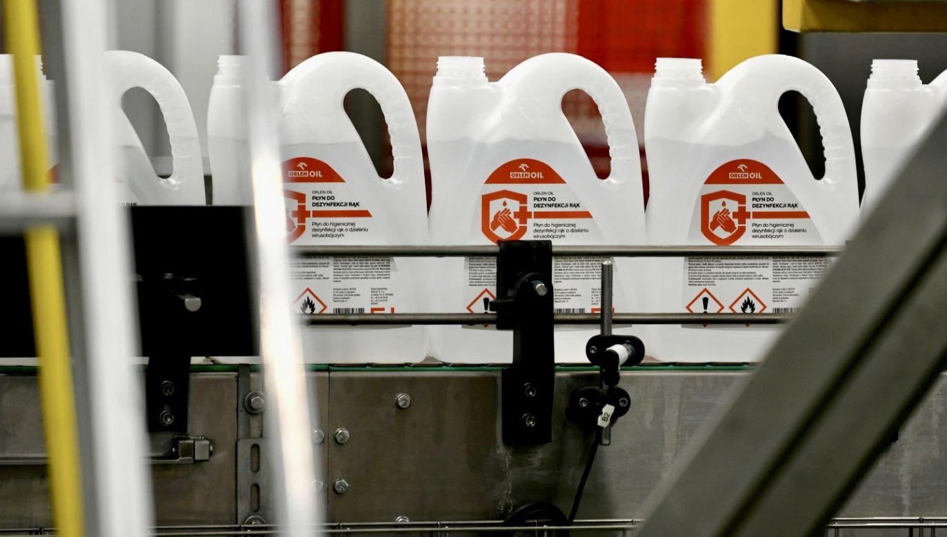 Płyn jest wytwarzany w Jedliczu na Podkarpaciu (fot. PAP/Darek Delmanowicz)