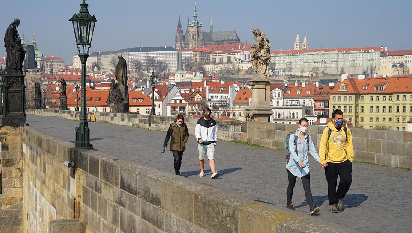Stan wyjątkowy podczas pandemii obowiązywał w Czechach wiosną (fot.Shutterstock/ Milan Sommer)