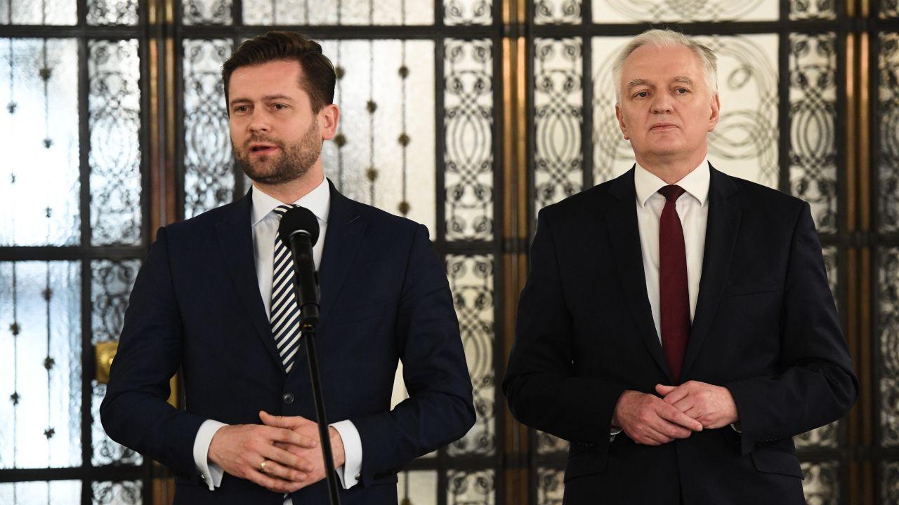 Kamil Bortniczuk i Jarosław Gowin (fot. PAP/Radek Pietruszka)