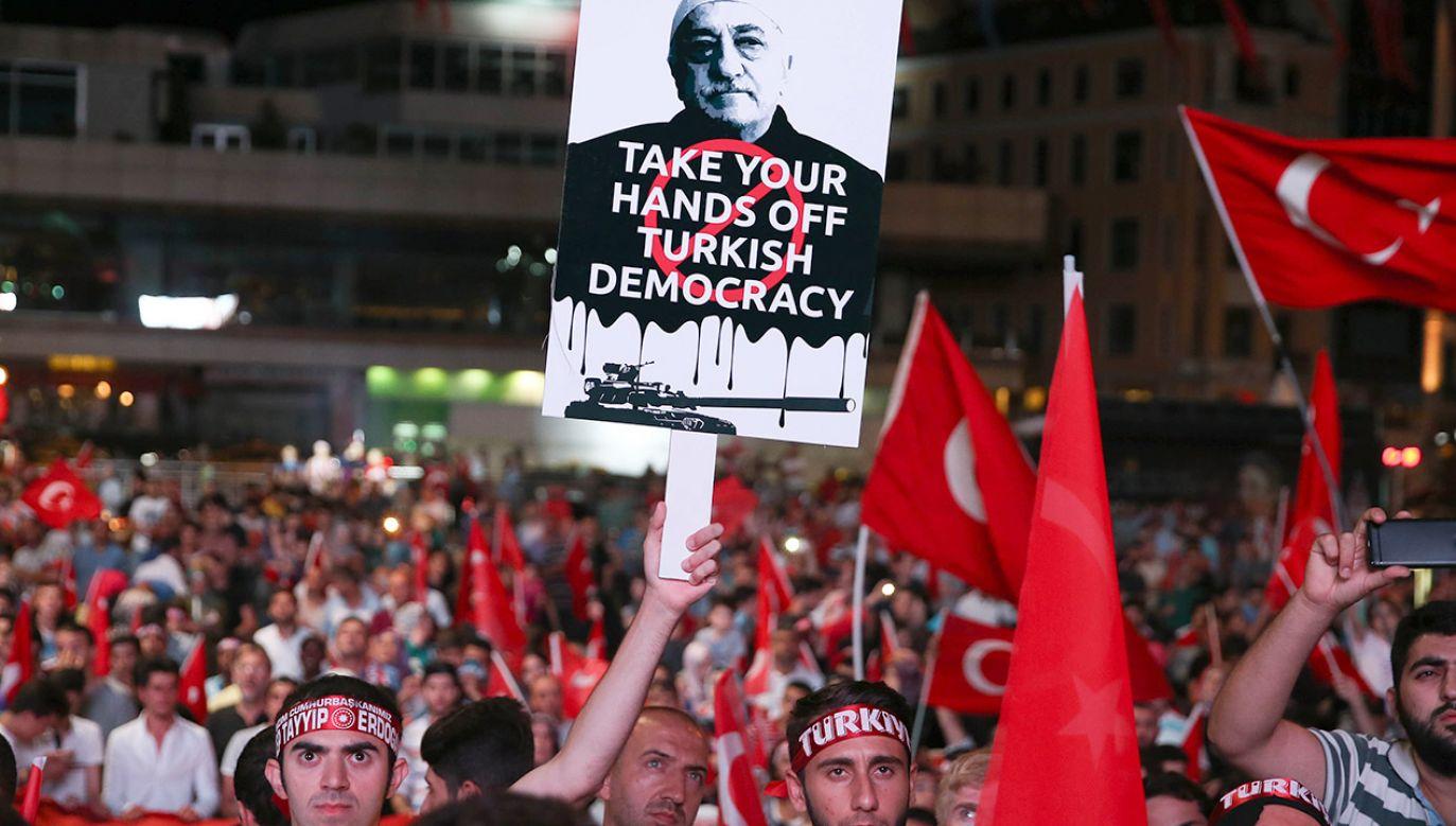 Zachodni sojusznicy Turcji i organizacje obrońców praw człowieka potępiają skalę represji w tym kraju (fot. Berk Ozkan/Anadolu Agency/Getty Images)