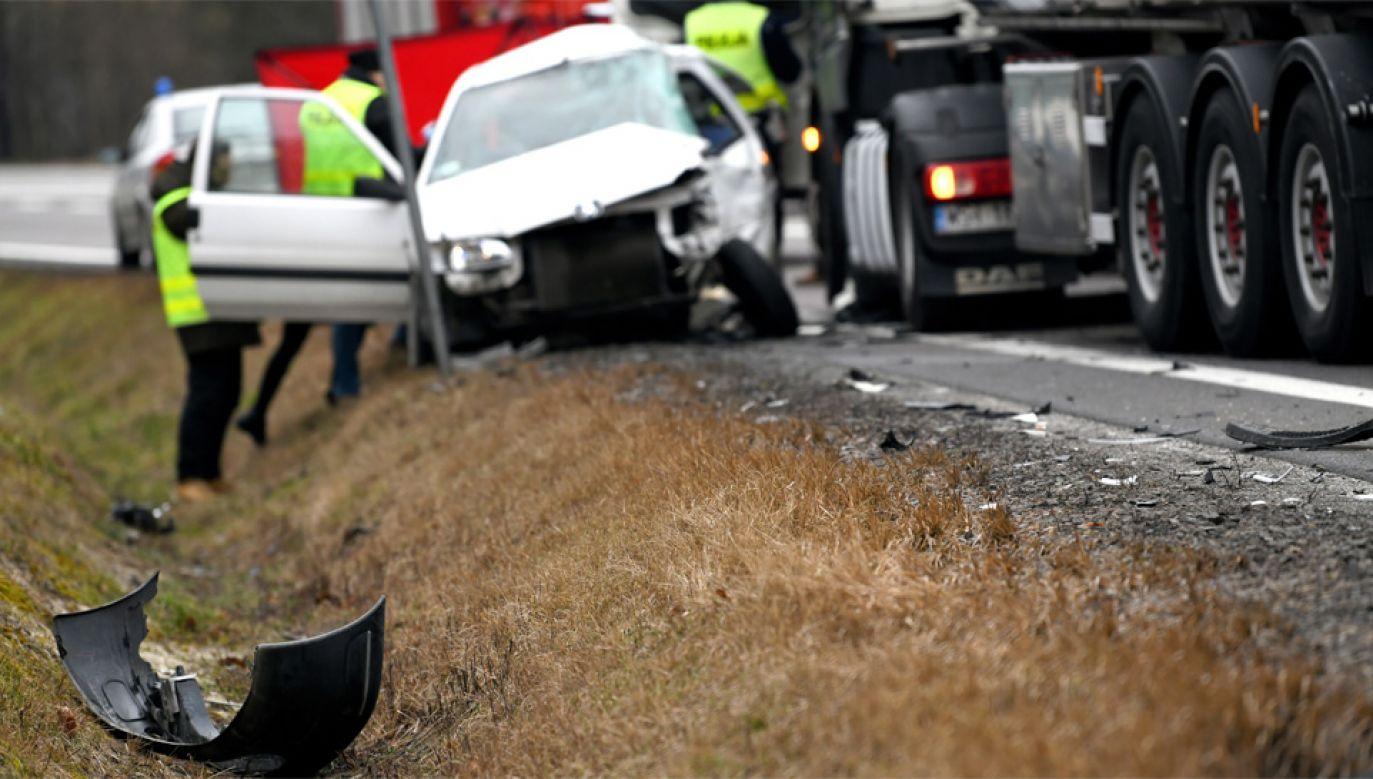 Blisko co piąty wypadek w ubiegłym roku spowodowali kierujący w wieku od 18 do 24 lat (fot. PAP/Darek Delmanowicz)