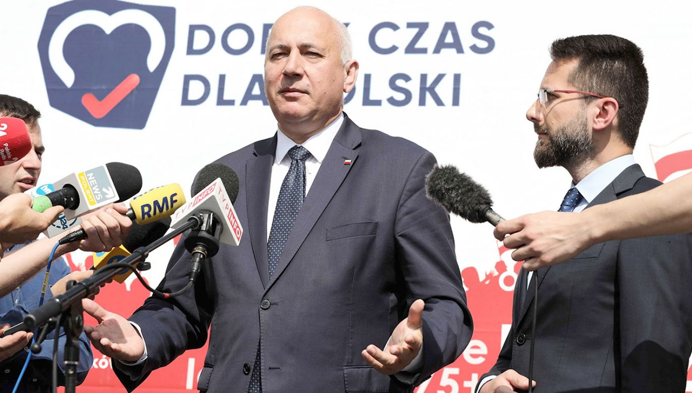 """Brudziński powiedział, że jego partia na pierwszym miejscu stawia na """"pokorę i ciężką pracę"""" (fot. PAP/Tomasz Gzell)"""