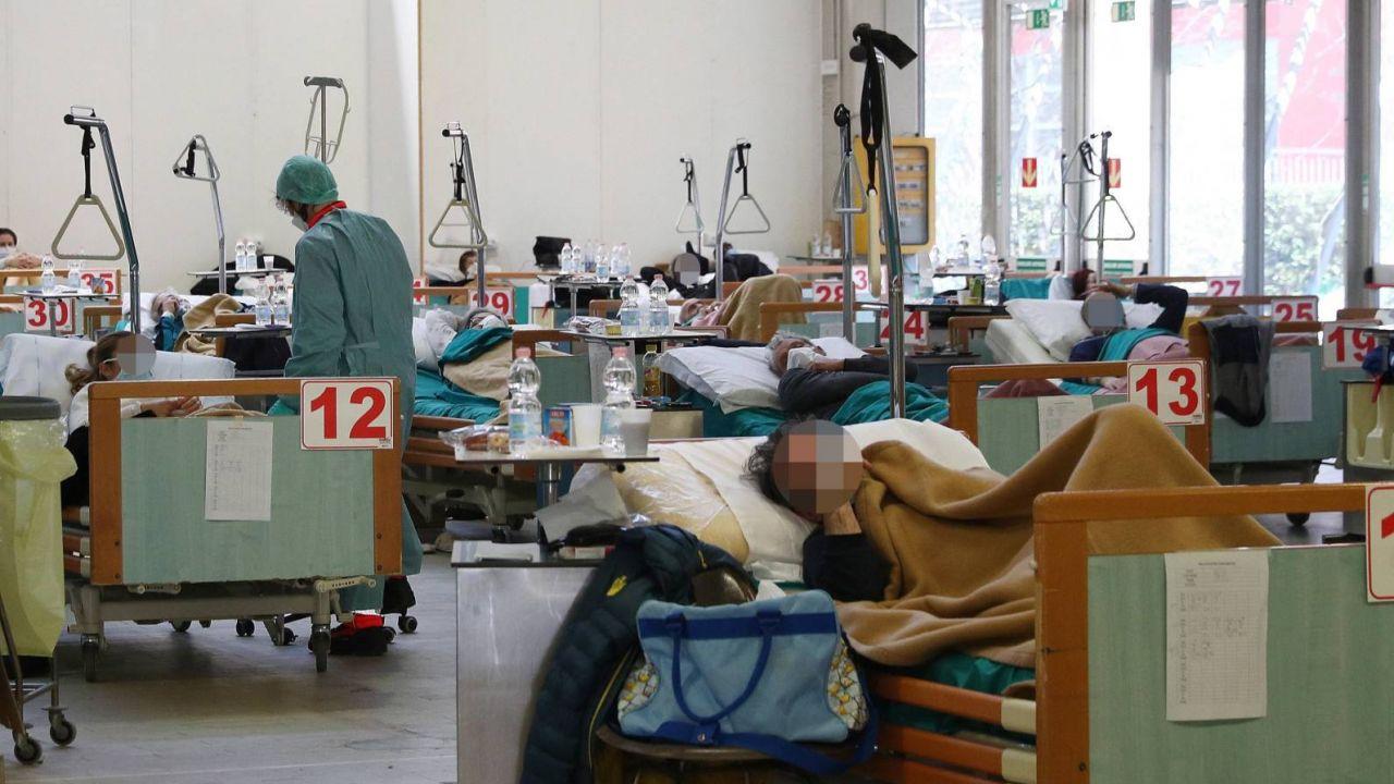Chorzy we włoskim mieście Brescia w Lombardii, gdzie jadą polscy lekarze (fot. PAP/EPA/FILIPPO VENEZIA)