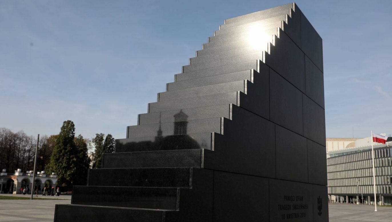Pomnik Ofiar Tragedii Smoleńskiej na pl. Piłsudskiego w Warszawie będzie miejscem, gdzie odbywać się będą niektóre uroczystości (fot. arch PAP / Paweł Supernak)