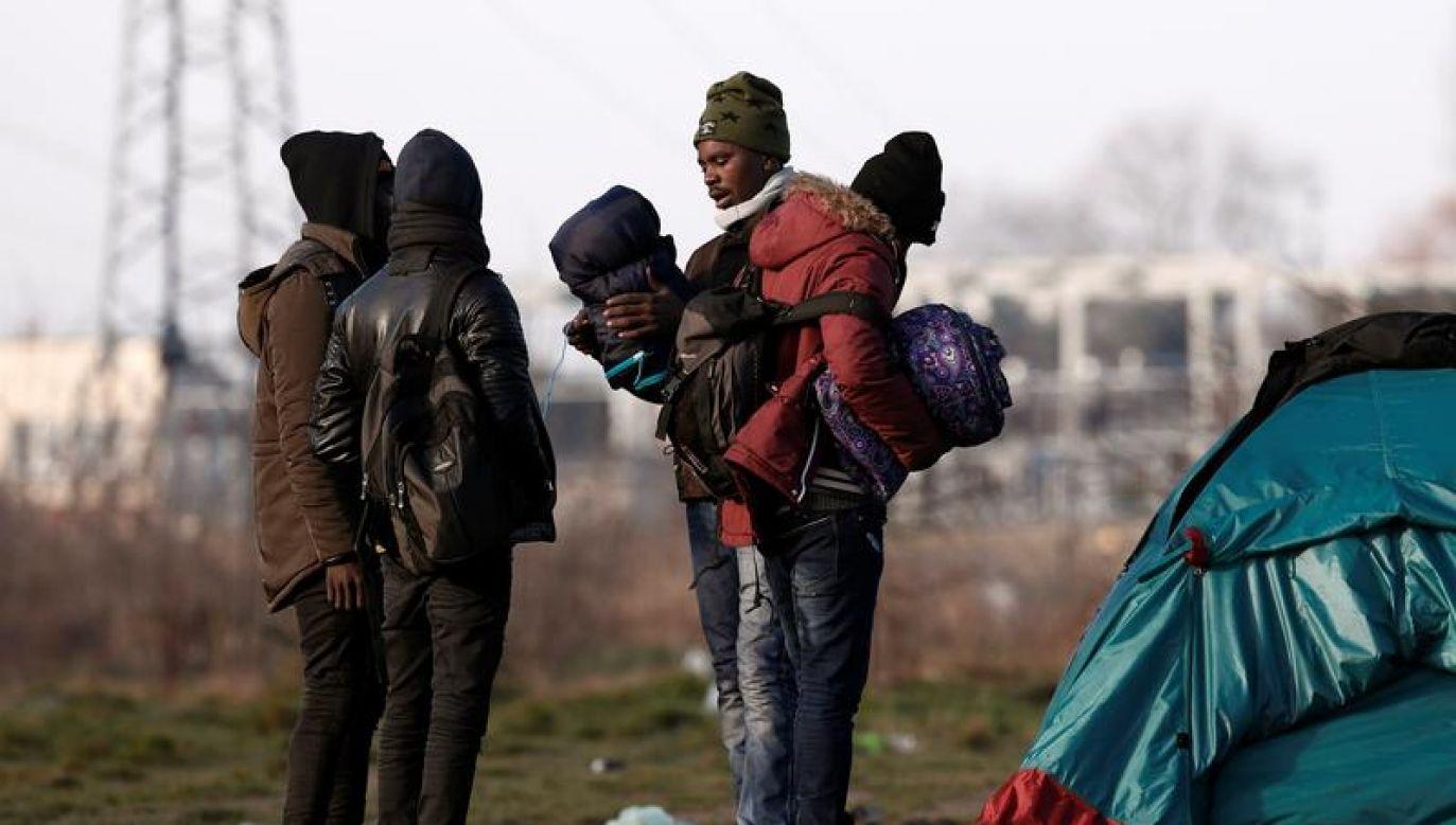 Francuskie media zwracają uwagę na fakt, że władze nie potrafią sobie poradzić z imigrantami (fot. REUTERS/Benoit Tessier)