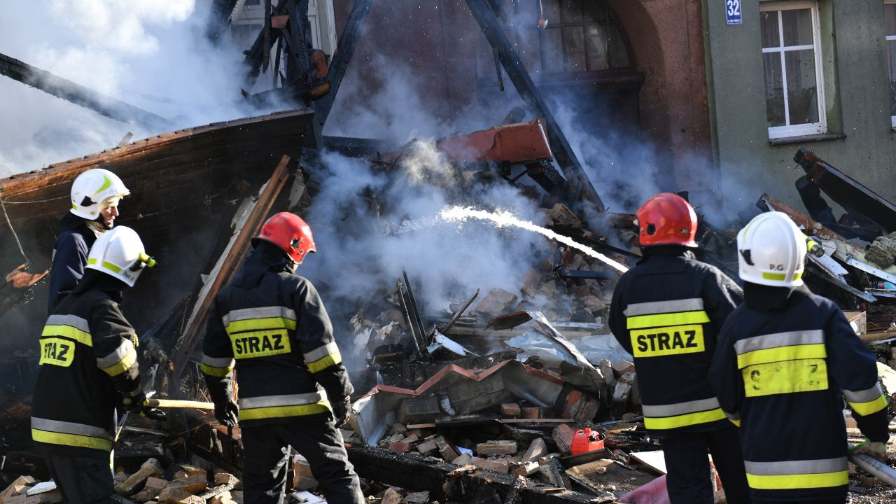 Na miejscu pracowało dziewięć zastępów straży pożarnej (fot. PAP/Marcin Bielecki)