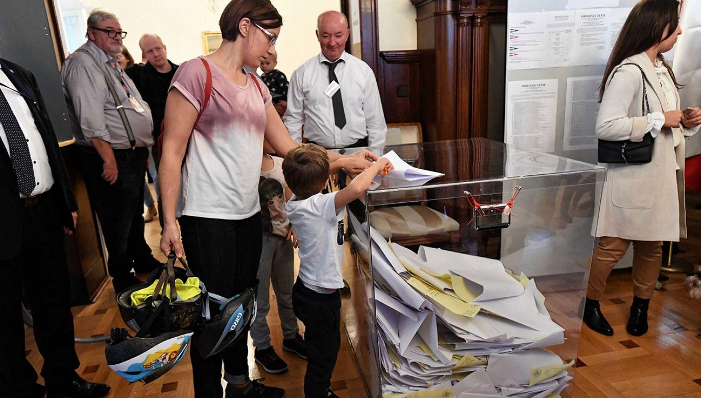 PKW skomentowało kwestię nieważnych głosów (fot. PAP/Marcin Bielecki)