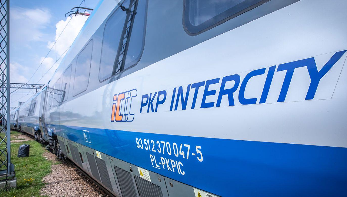 W planach PKP Intercity są zakupy lokomotyw elektrycznych jedno- i wielosystemowych (fot. Shutterstock/Marcin Kadziolka)