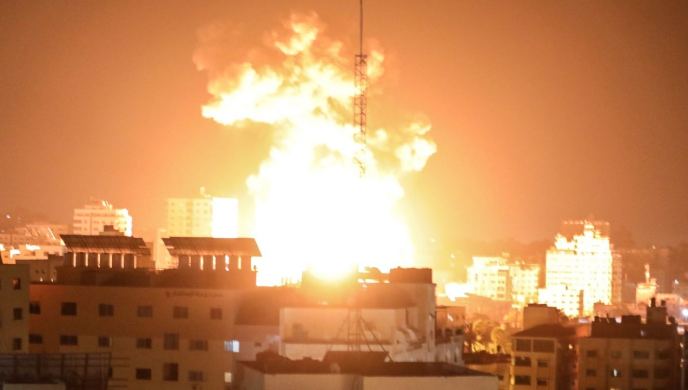 Izraelskie lotnictwo dokonało serii ataków m.in. w mieście Gaza (fot. Mustafa Hassona/Anadolu Agency via Getty Images)