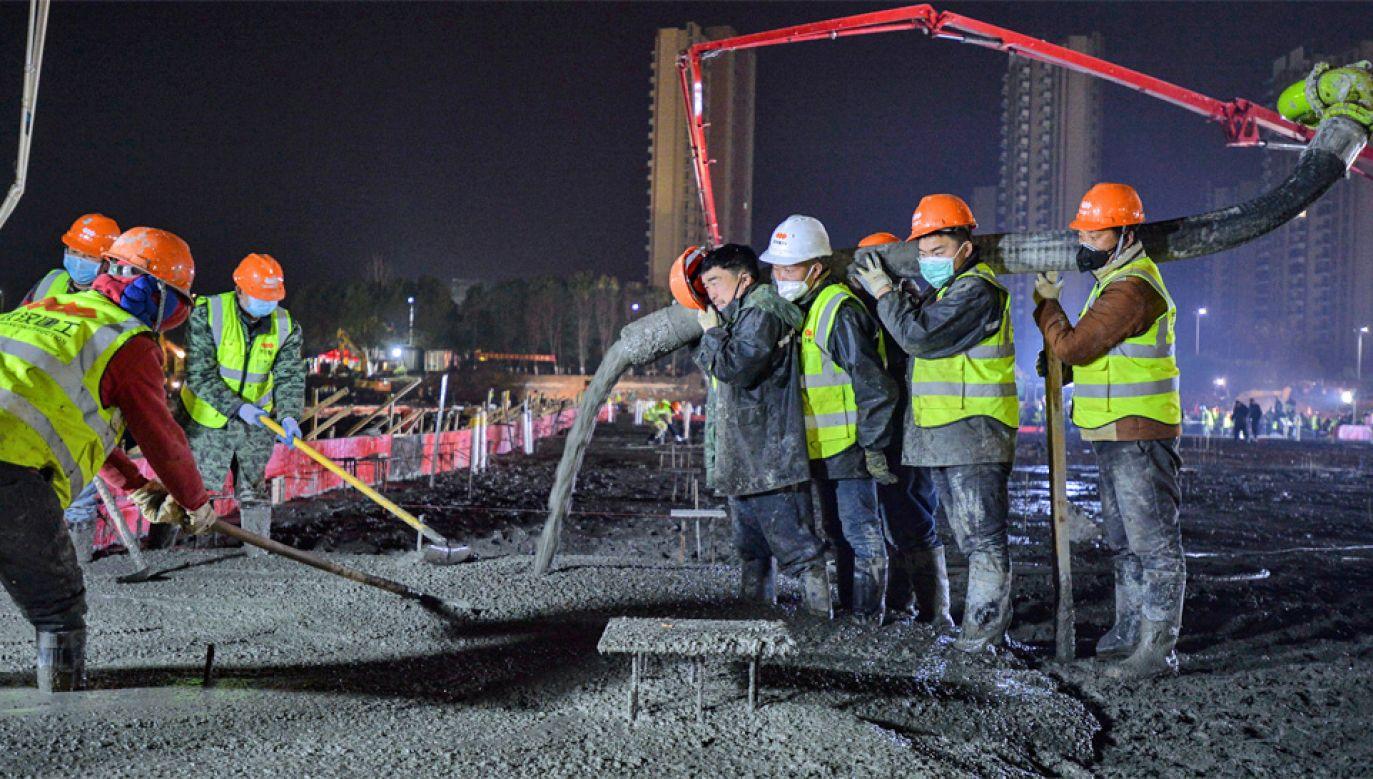 Epidemia uderza w coraz więcej sektorów chińskiej gospodarki (fot. PAP/EPA/SHI YI)