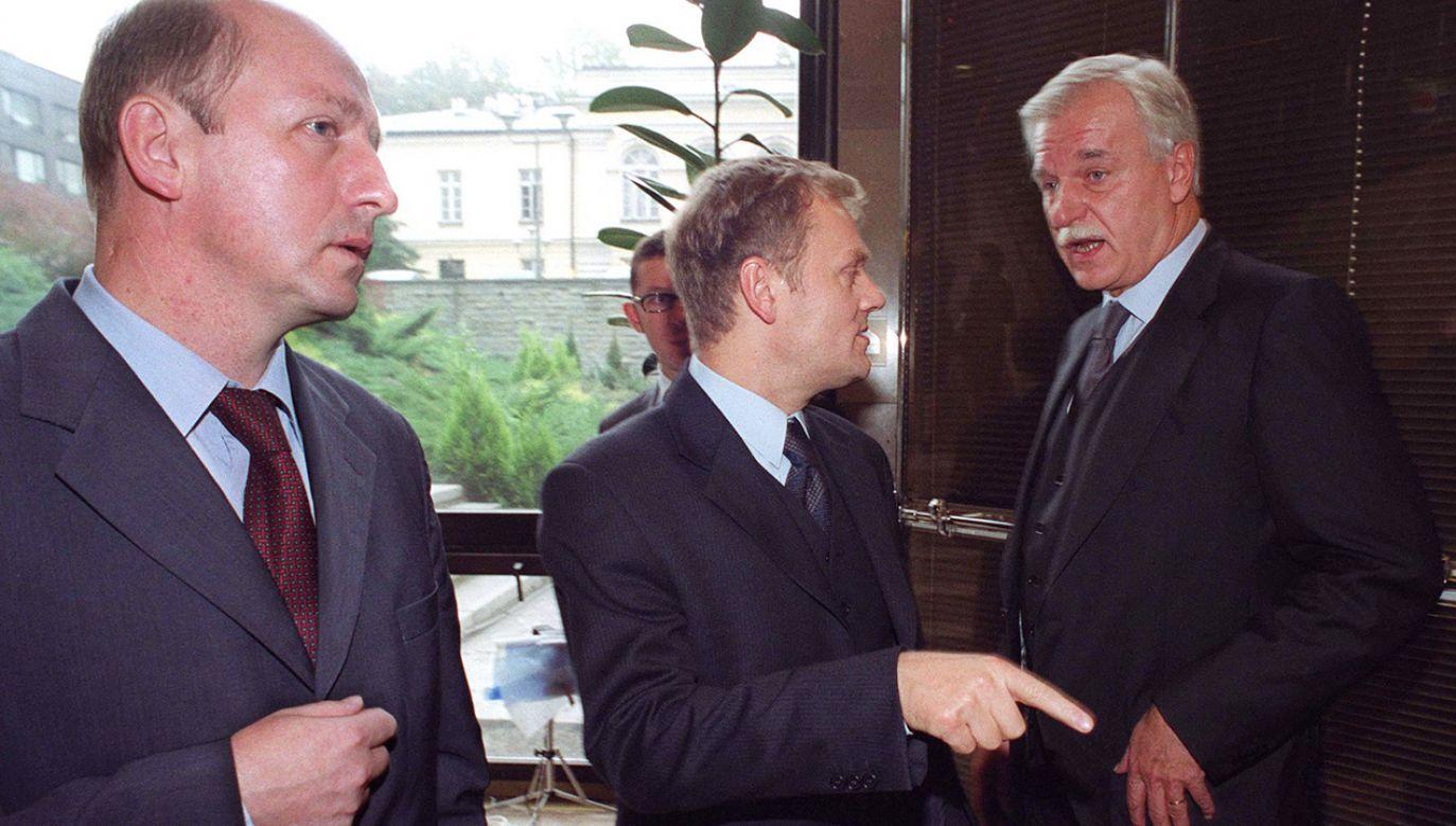Założyciele PO: Maciej Płażyński, Donald Tusk i Andrzej Olechowski w 2001 roku (fot. PAP JACEK TURCZYK)