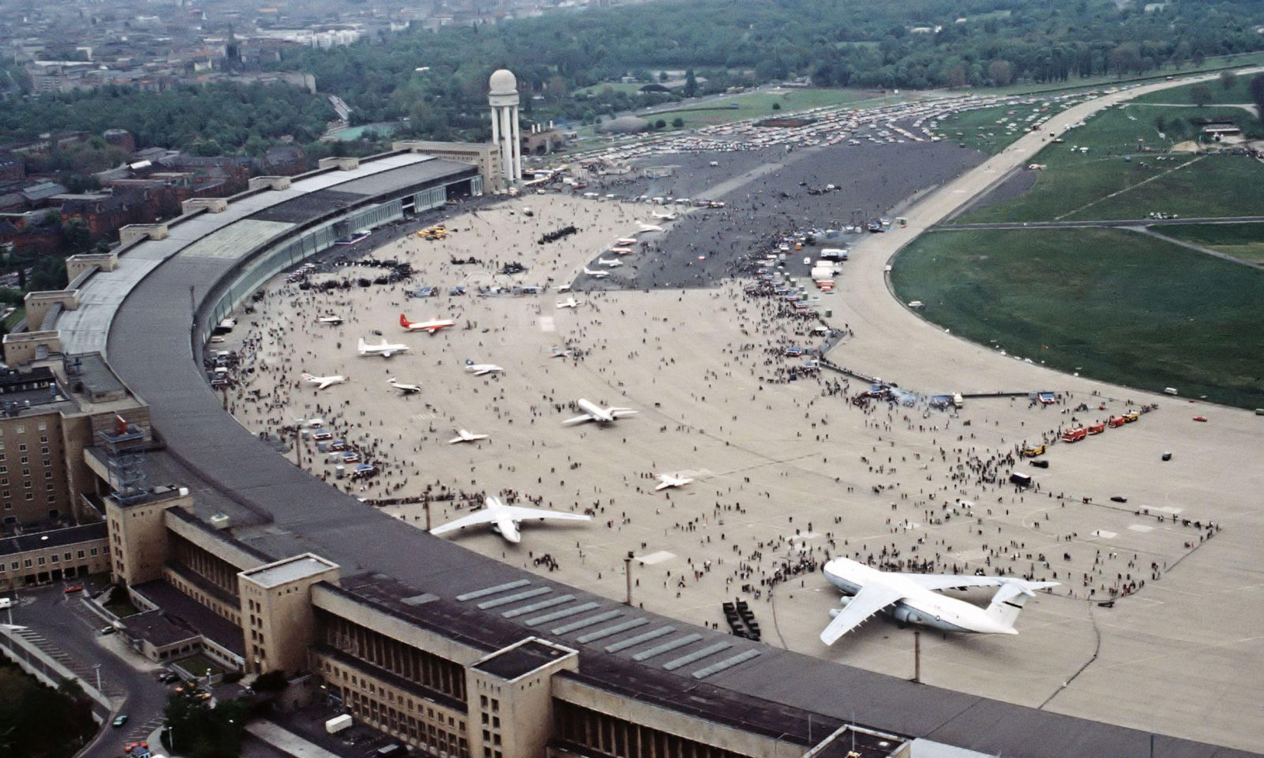 Lotnisko Tempelhof w Berlinie, rok 1984. Fot. Wikipedia/TSGT Jose Lopez Jr., US Air Force