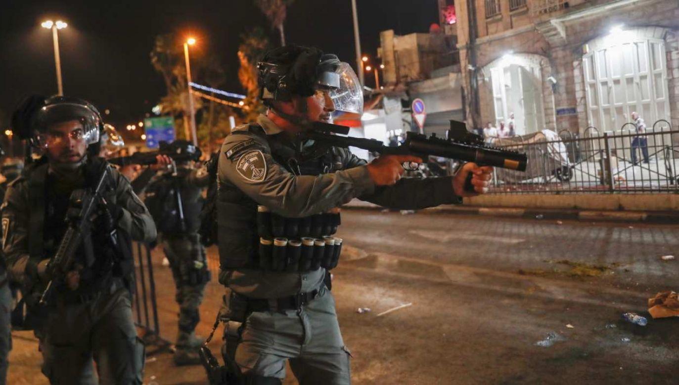 Izraelska straż graniczna podczas jednego z protestów (fot. PAP/EPA/ATEF SAFADI)
