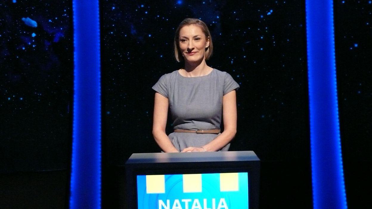 Pani Natalia już gotowa czeka na rozpoczęcia gry
