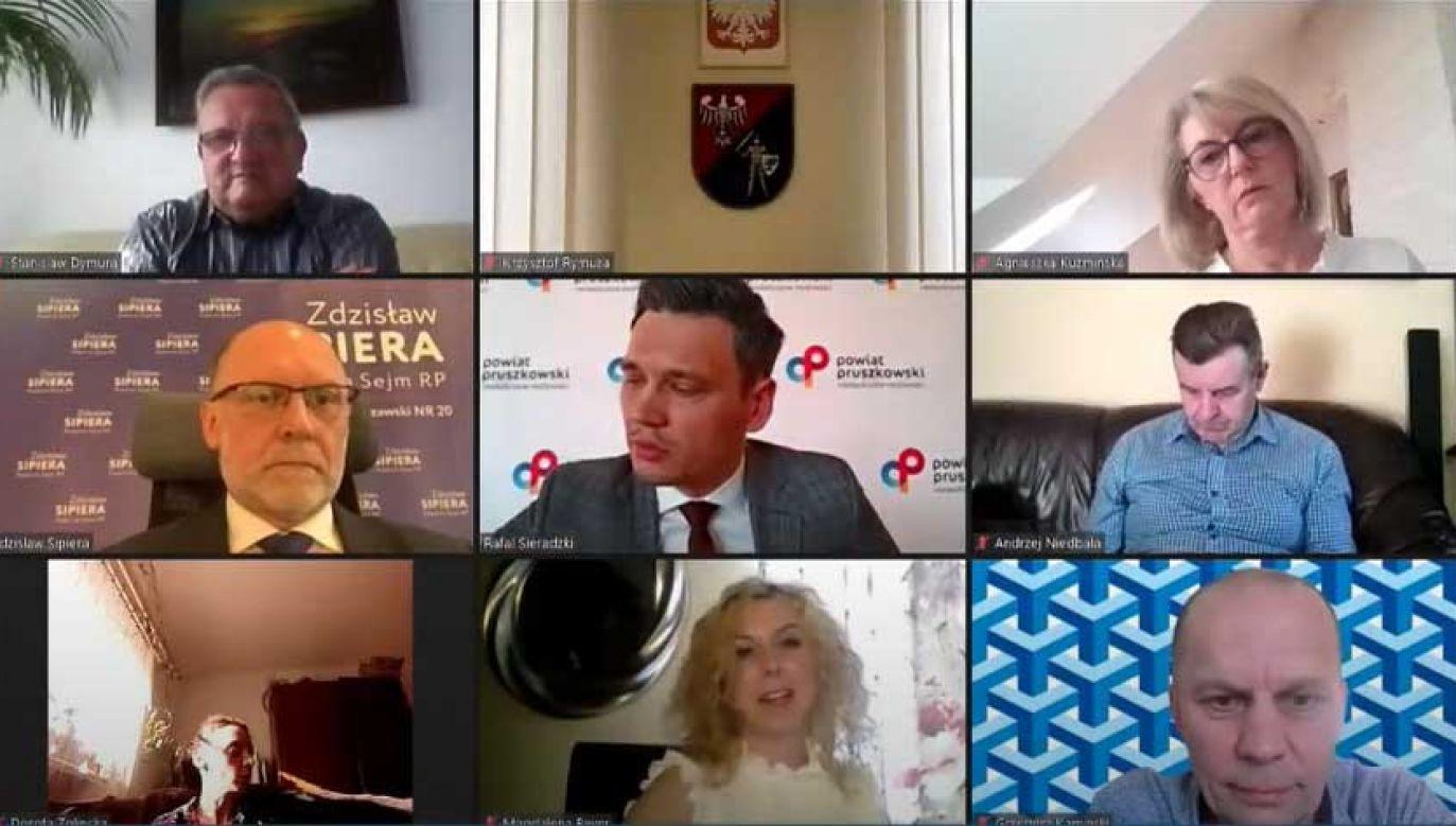 Wtorkowa sesja rady powiatu (fot. YT/ Powiat Pruszkowski)
