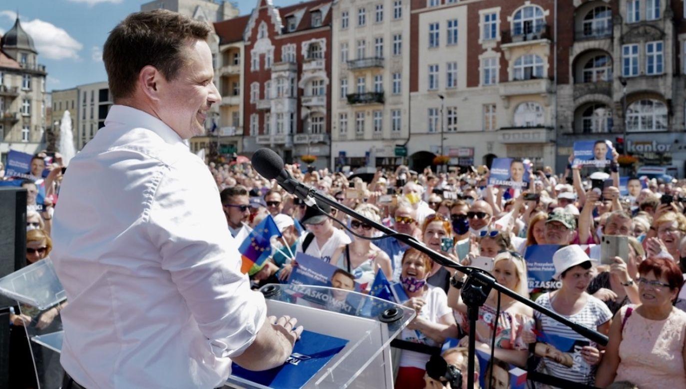 """W ocenie wojewody Rafał Trzaskowski """"działa mocno piarowo"""" (fot. PAP/Andrzej Grygiel)"""
