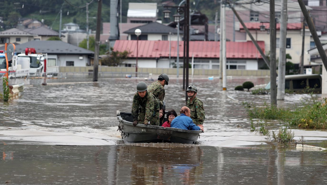 Pod wodą znalazły się ogromne obszary (fot. PAP/EPA/Jiji Press)
