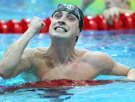Maciej Lewandowski po zajęciu drugiego miejsca w finale 50 metrów stylem motylkowym (fot. PAP/Adam Ciereszko)