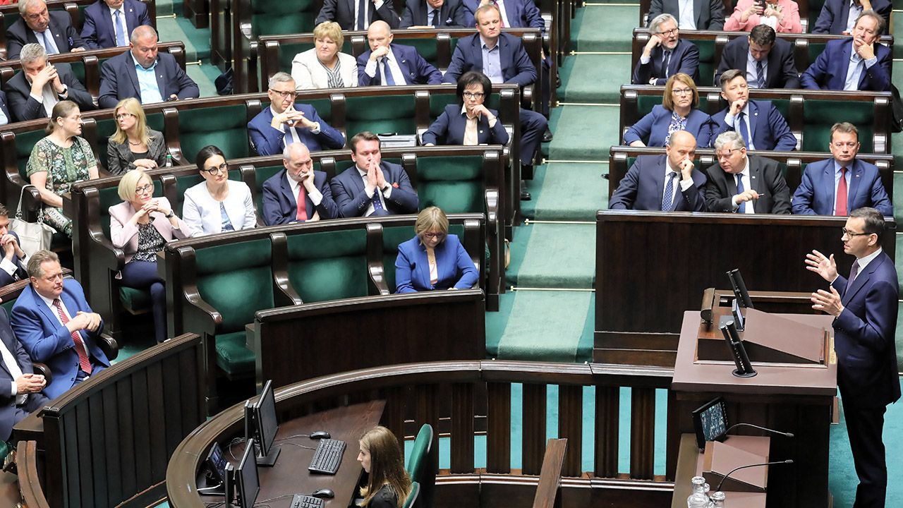 Poza PiS i PO do Sejmu weszłyby jeszcze, SLD Kukiz'15 i PSL  (fot. PAP/Paweł Supernak)