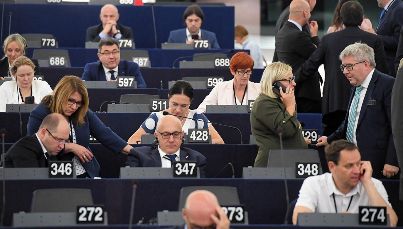 Europosłowie wybrani z list Koalicji Europejskiej i Wiosny byli za przyjęciem rezolucji wymierzonej w Polskę i Węgry (fot. arch.PAP/Radek Pietruszka)