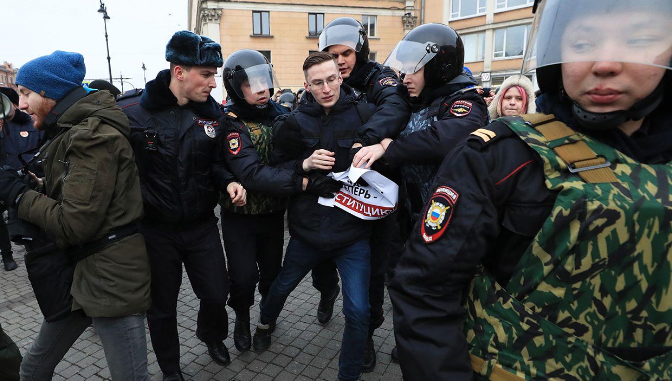 Rosyjskie organy ścigania prowadzą akcję zastraszania zwolenników opozycji – alarmują niezależne media (fot. Peter Kovalev\TASS via Getty Images)