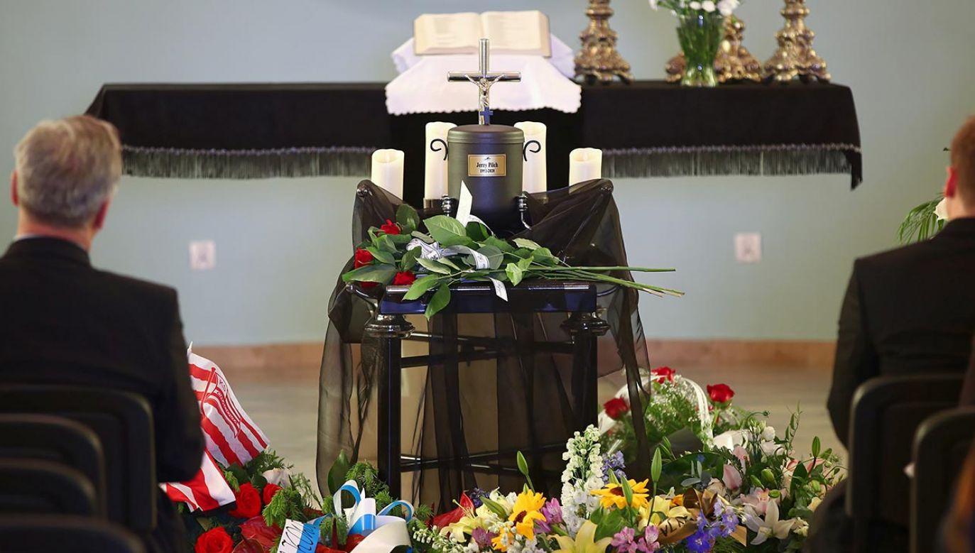 Trwają uroczystości pogrzebowe pisarza (fot. PAP/Łukasz Gągulski)