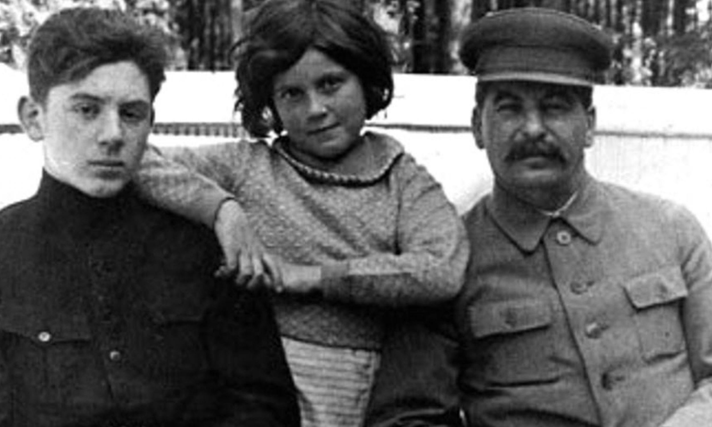 Swietłana z ojcem i bratem (fot. Materiały prasowe)
