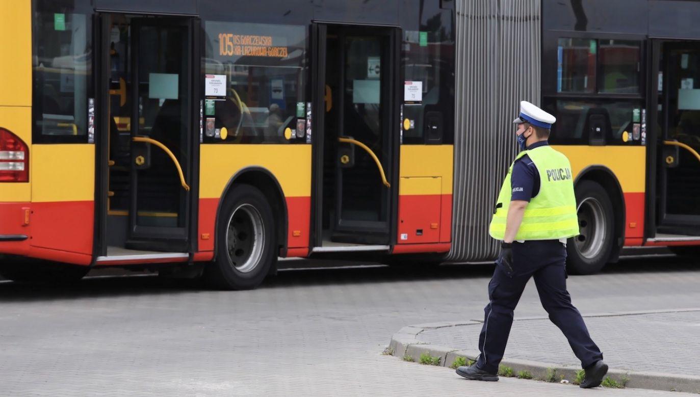 """Poseł PiS Jan Mosiński mówi o """"autobusach śmierci"""" w Warszawie (fot. PAP/Tomasz Gzell)"""