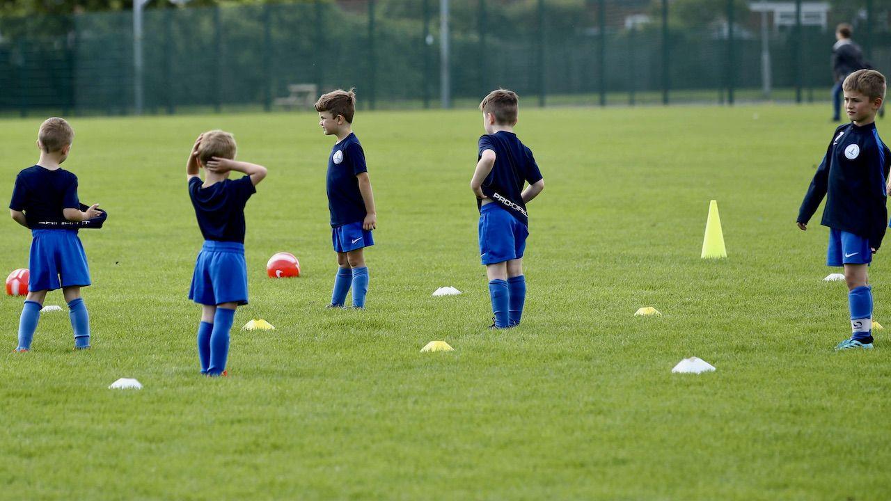 W rozgrywkach na świeżym powietrzu będzie mogło uczestniczyć do 50 osób (fot. arch.PAP/PA)