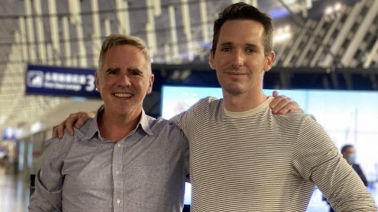 Bill Birtles z Australian Broadcasting Corporation i Michael Smith z Australian Financial Review wylądowali w Sydney we wtorek (fot. tt/@billbirtles)