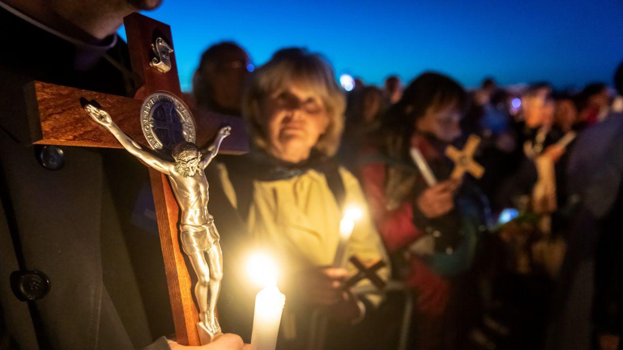 Wierni z całego kraju przyjechali pod Włocławek, żeby znaleźć drogę do nawrócenia (fot. PAP/Tytus Żmijewski)