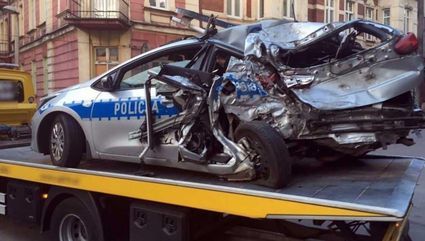 Policja ustala dokładne okoliczności zdarzenia, które spowodowało kilkugodzinną blokadę drogi (fot. sosnowiec.slaska.policja.gov.pl)