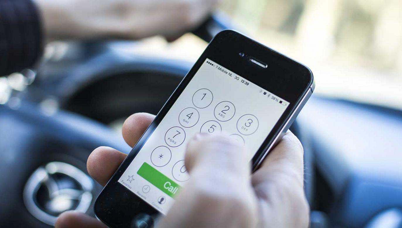W nagłych wypadach do szpitali czy na policję należy zgłaszać się bezpośrednio (fot. Shutterstock/Twin Design)