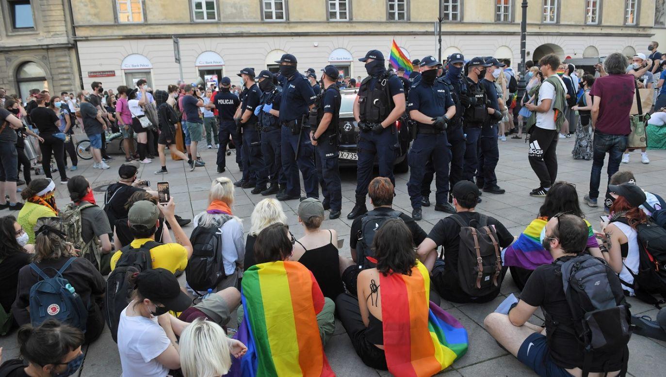 Protest przerodził się w zamieszki (fot. PAP/Radek Pietruszka)