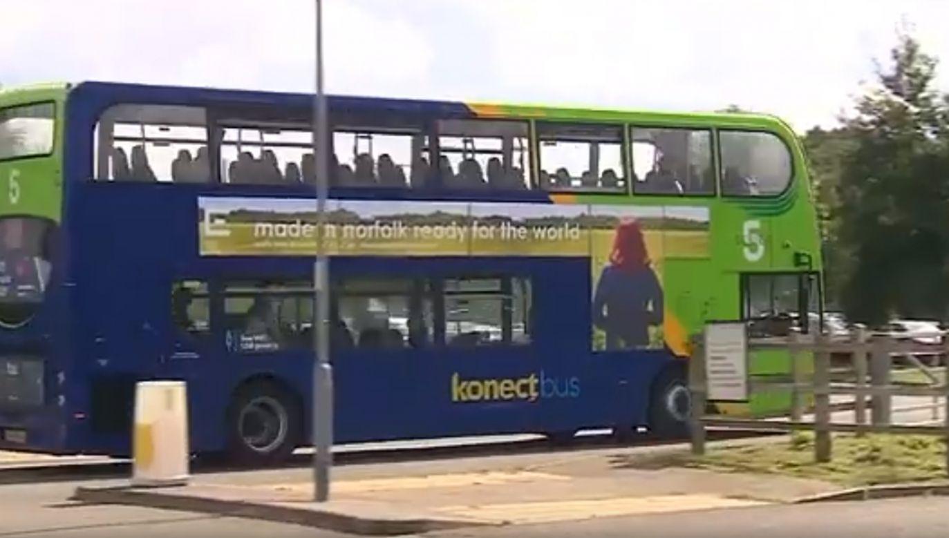 Szofer zmienił autobus na taki, w którym nie wyświetlał się symbol LGBT (fot. YT/AdamAndEveNotSteve)